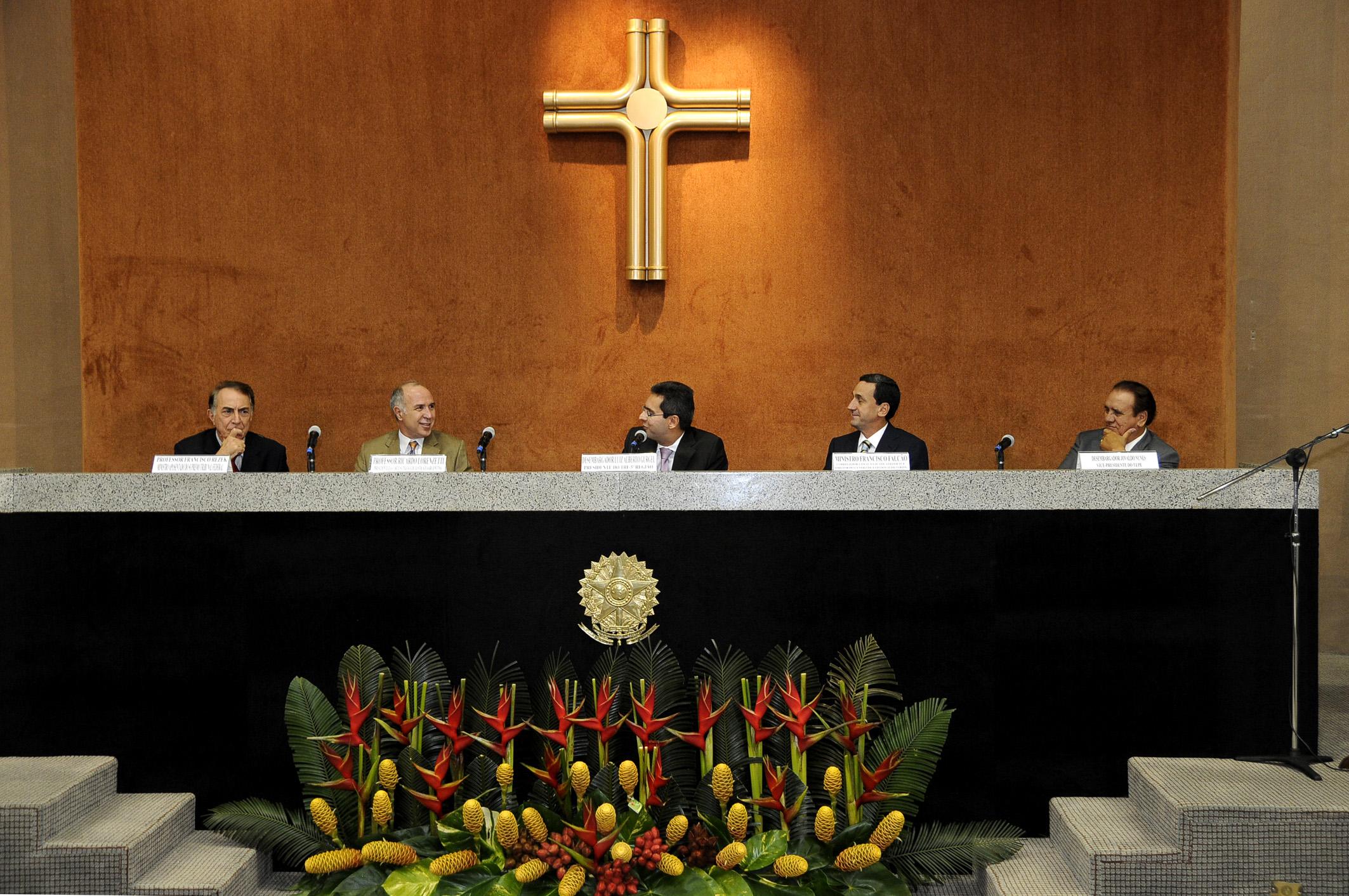 De izq a der: Ricardo Lorenzetti; Napoleão Maia, Superior Tribunal de Justiça; Herman Benjamin, Superior Tribunal de Justiça, y Margarida Cantarelli, Tribunal Regional Federal da 5ª Região